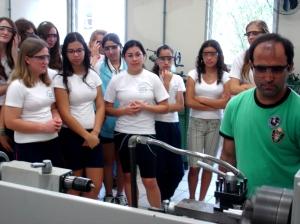 Estudantes de escolas da região conheceram os laboratórios do Campus Jaraguá do Sul.